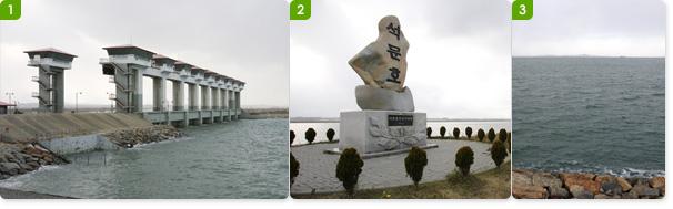 석문방조제의 갑문 / 석문호 준공기념비 / 석분방조제 둑에서 바라본 바다